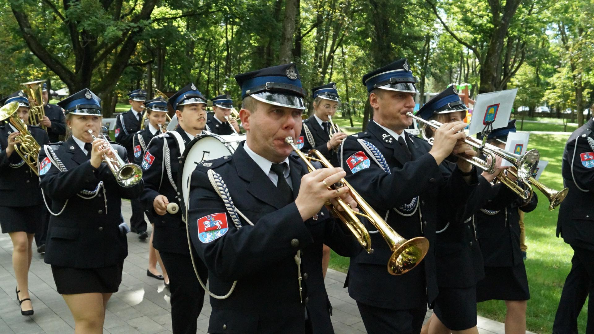 Zdjęcie przedstawia członków orkiestry dętej OPS
